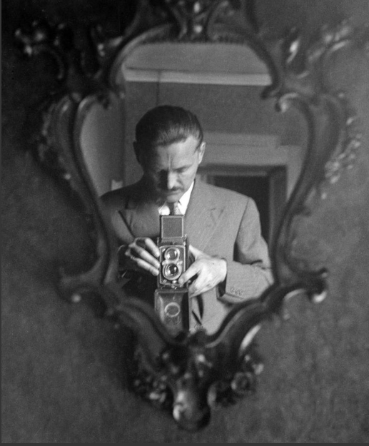 Franco Grignani, self-portrait in the mirror of his home in Milan, 1949