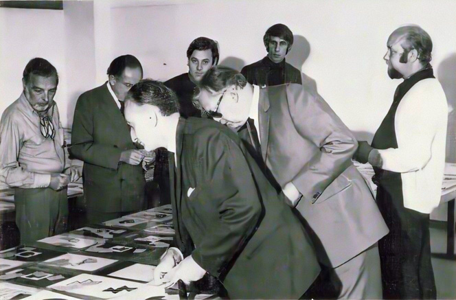 Ariadne (nl), Feb. 1970: the 7 jurors of Typomundus 20/2 (Grignani is in the middle of the foreground)